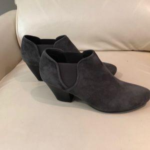 Vaneli grey bootlets